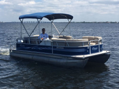 Pontoonboat Bentley